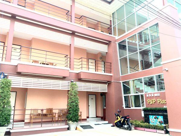 P アンド P プレイス アパートメント カンチャナブリー (P and P Place Apartment Kanchanaburi)の外観