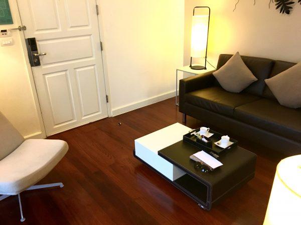 パチャラ スイーツ スクンビット (Phachara Suites Sukhumvit)のソファー