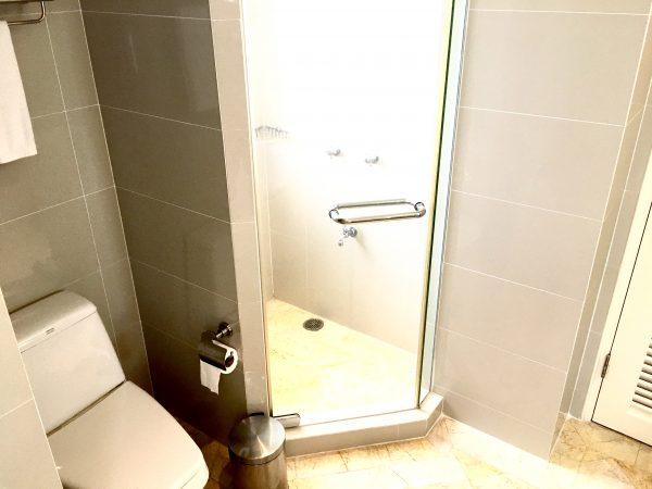 パチャラ スイーツ スクンビット (Phachara Suites Sukhumvit)のバスルーム1