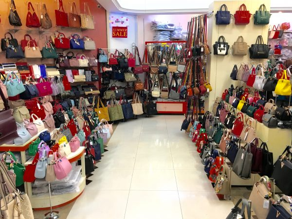 プラチナムファッションモール バッグの店