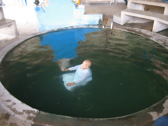 ワットタムマンコントーン 水中修行
