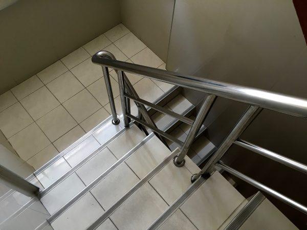 ペンギンゲストハウス 階段