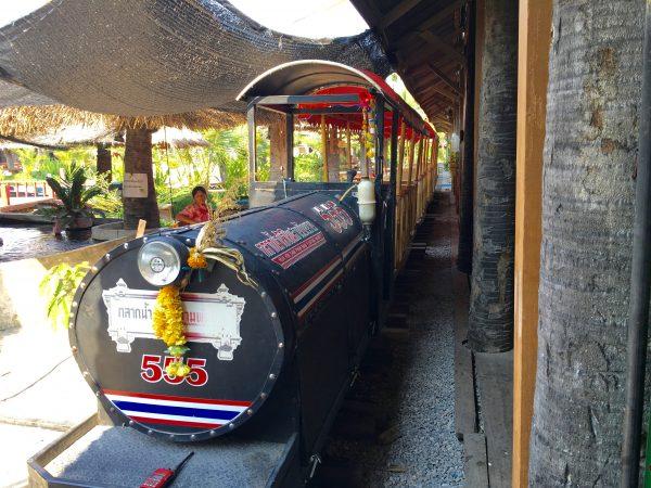 サンパンナム水上マーケット ミニ列車