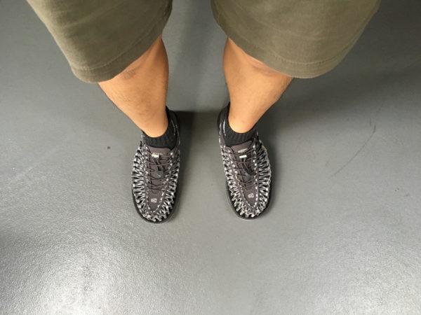 靴下を履いてキーン