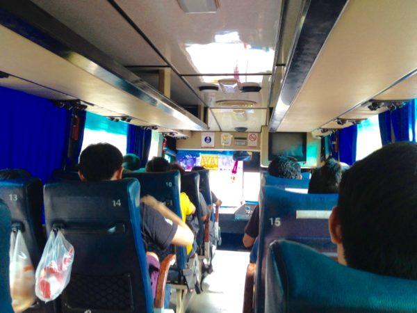 パタヤ行きバスの中