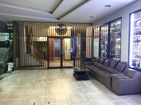 P.72 ホテル(P.72 Hotel)の入り口2