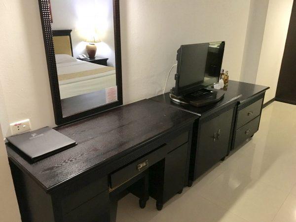 パタヤセンターホテル 作業机