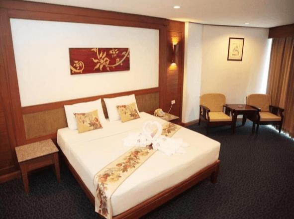ロイヤルツインズホテル シングルルームベッド