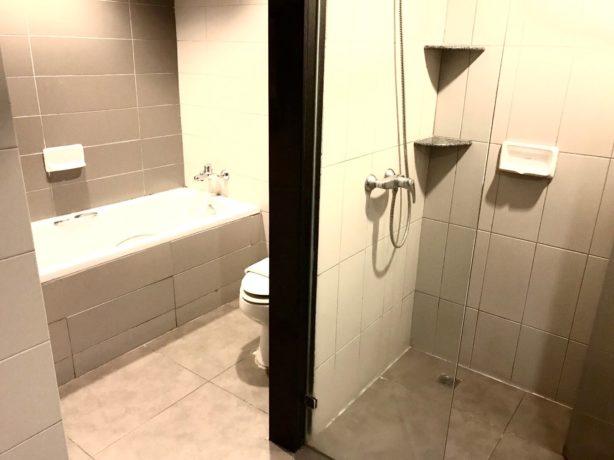 シー ミー スプリング ホテル(Sea Me Spring Hotel)のシャワールーム