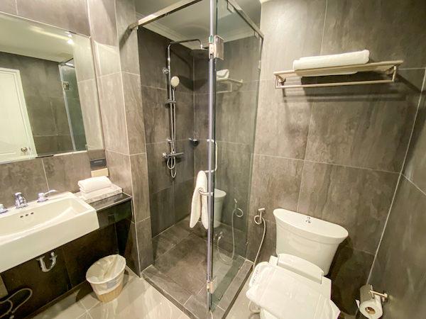 ブレス レジデンス(Bless Residence)のバスルームにあるシャワーブース