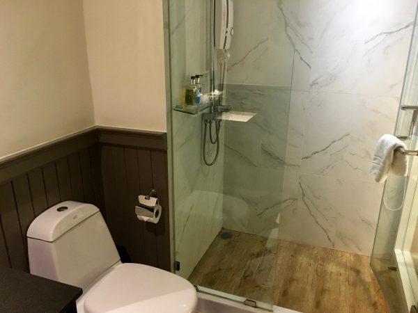 ザ ラヤ スラウォンホテル シャワールーム1
