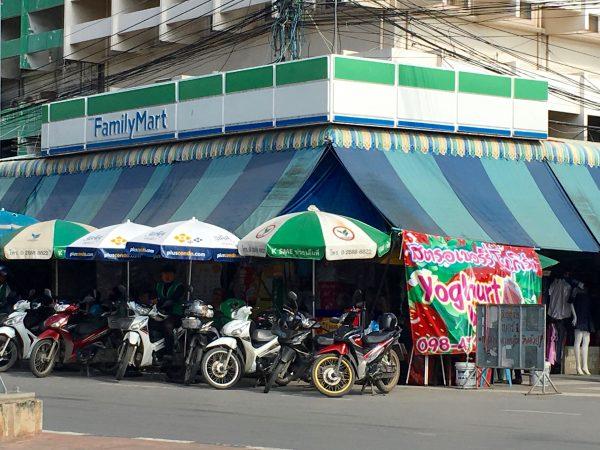 アユタヤホテル付近のファミリーマート