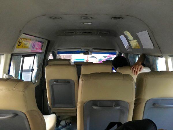 アユタヤ行きロットゥー 車内