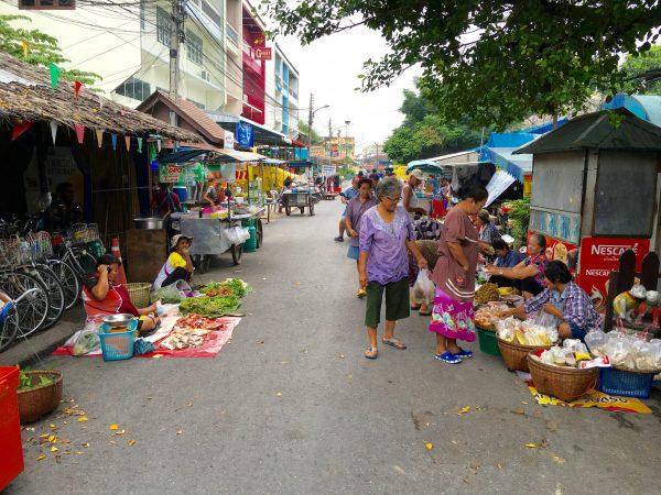 バーン アーゴン前の通り