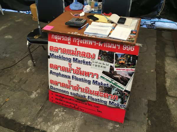ダムヌンサドゥアック行きロットゥーのチケット売り場