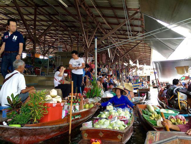 ダムヌンサドゥアック水上マーケット。タイで一番人気の水上マーケットへ行こう。