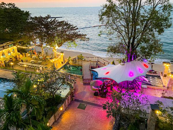 パタヤ モーダス ビーチフロント リゾート(Pattaya Modus Beachfront Resort)のガーデン