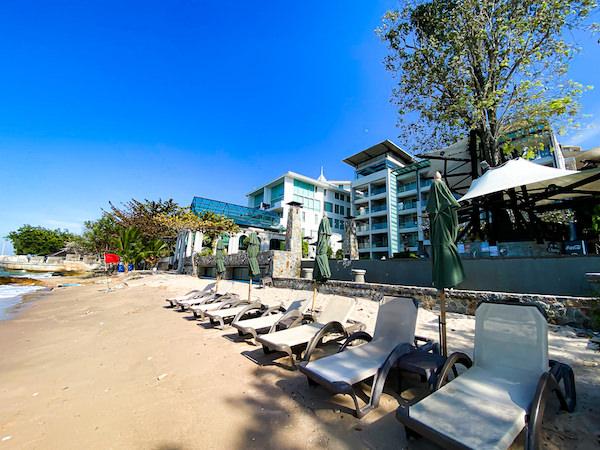 パタヤ モーダス ビーチフロント リゾート(Pattaya Modus Beachfront Resort)のプライベートビーチ
