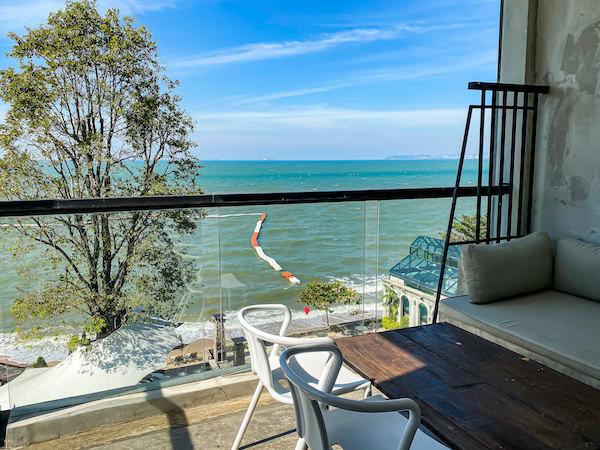 パタヤ モーダス ビーチフロント リゾート(Pattaya Modus Beachfront Resort)の客室バルコニー