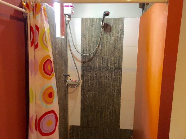 ザ パーク ゲストハウス シャワールーム2