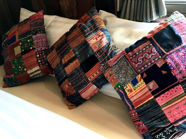 1 ニンマン ギャラリー ホテルの枕クッション
