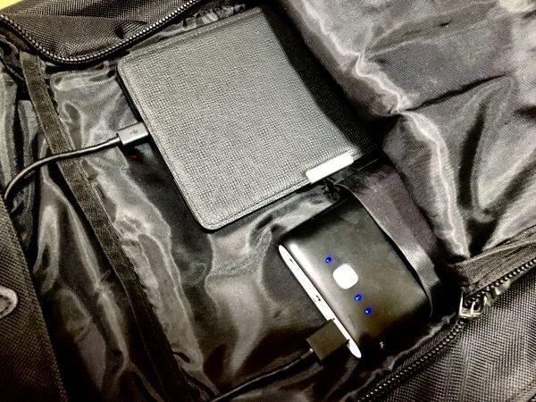 リュックの中に入れたモバイルバッテリー