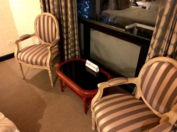 C H ホテル 椅子