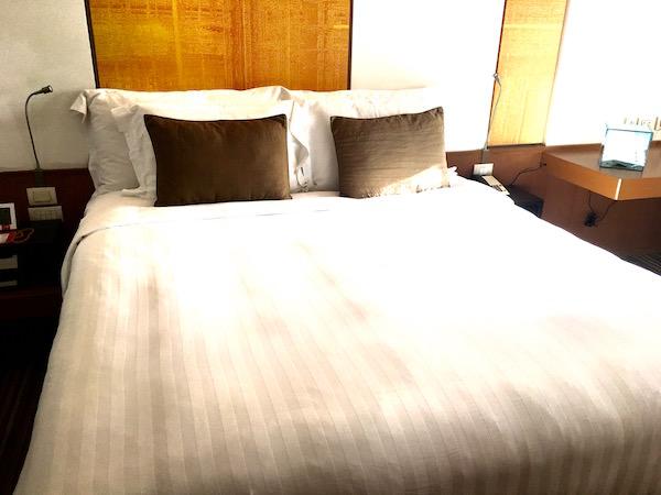 デュシット D2 ホテル(Dusit D2 Chiang Mai Hotel)のキングベッド
