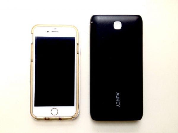 I phone6sとAUKEYのモバイルバッテリー