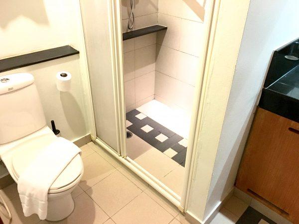 アイチェック イン スクンビット 19 (iCheck inn Sukhumvit 19)のシャワールーム1