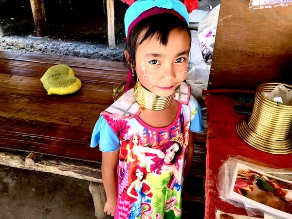 チェンマイにある首長族の村。車でわずか30分!カレン族に会いに行こう。
