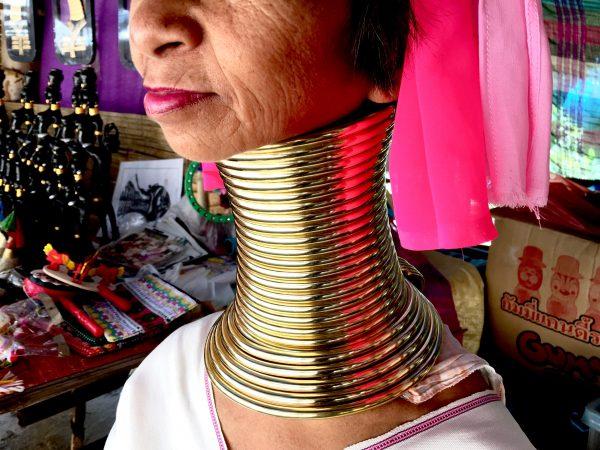 首長族 58歳の女性