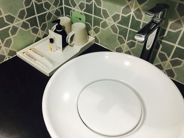 ニマン マイ デザイン ホテル チェンマイ バイ コンパス ホスピタリティ(Nimman Mai Design Hotel Chiang Mai by Compass Hospitality)の洗面台