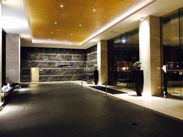 ラディソン スイーツ バンコク スクンビット (Radisson Suites Bangkok Sukhumvit)の入り口