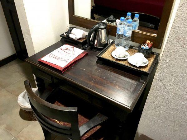 ラミン ロッジの作業机