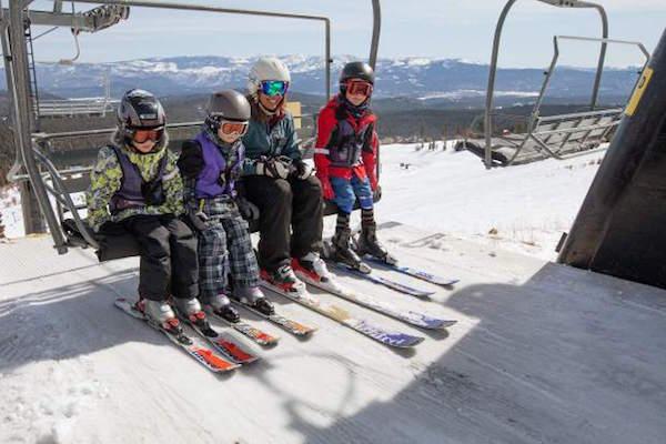 スキー場のリフト乗り場