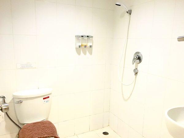 セレーヌ アソーク スイーツ (Serene Asoke Suites)のシャワールーム