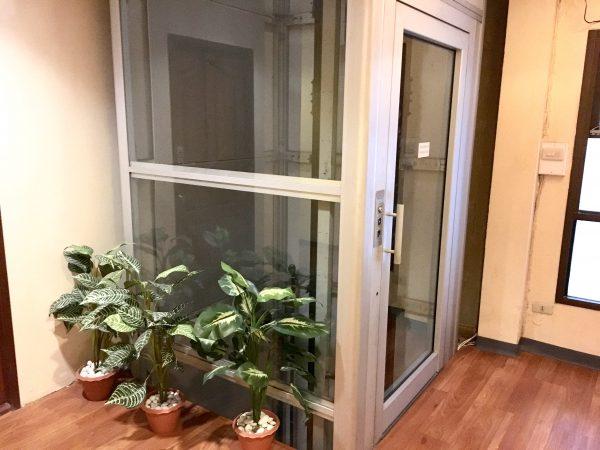 セレーヌ アソーク スイーツ (Serene Asoke Suites)のエレベーター