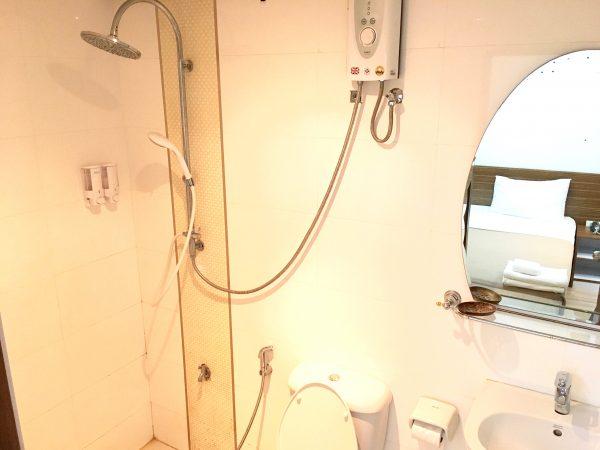 ホワイト ハウス アソーク スクンビット 18 (White House Asoke Sukhumvit 18)のシャワールーム