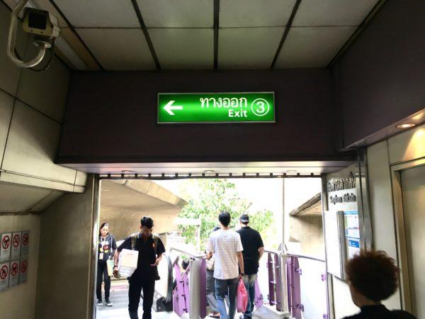 BTS サパーンタクシン駅の3番出口