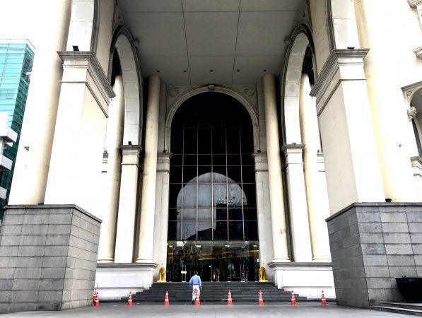 ルブア アット ステートタワーの正面玄関