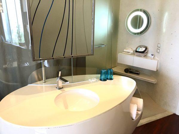 バラクーダ パタヤ Mギャラリー バイ ソフィテル (BARAQUDA PATTAYA – MGALLERY BY SOFITEL)の洗面台