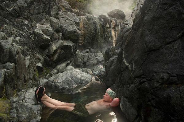 岩場の温泉