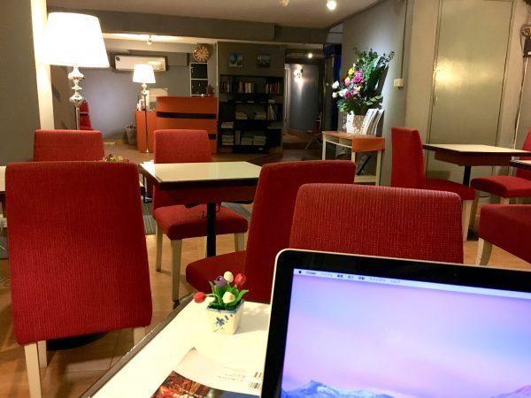 リトル コーナー ホテル (Little Corner Hotel)のカフェ1