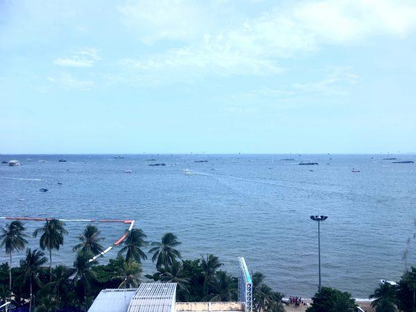 LK ザ エンプレス (LK The Empress)のバルコニーから見えたパタヤの海