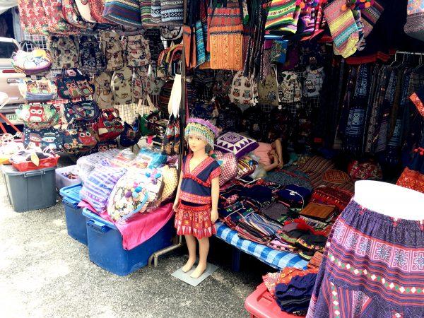 モン族市場2