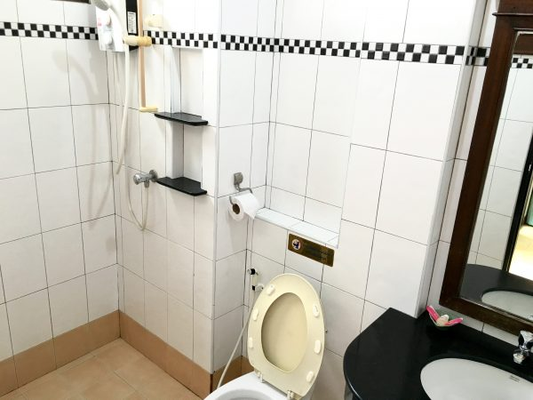 ニュー ニコム コート (New Nikom Court)のシャワールーム
