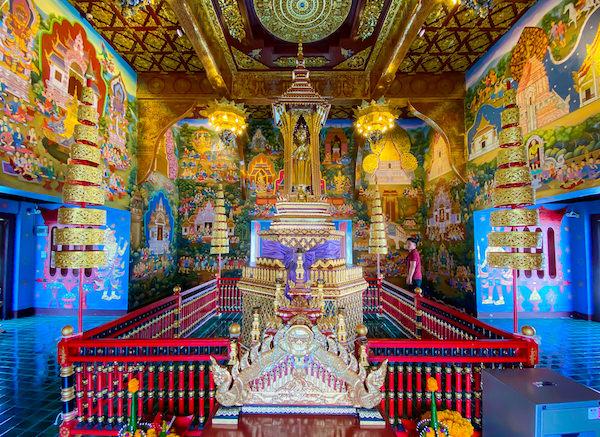 ワット チェディ ルアン(Wat Chedi Luang)境内にある仏堂