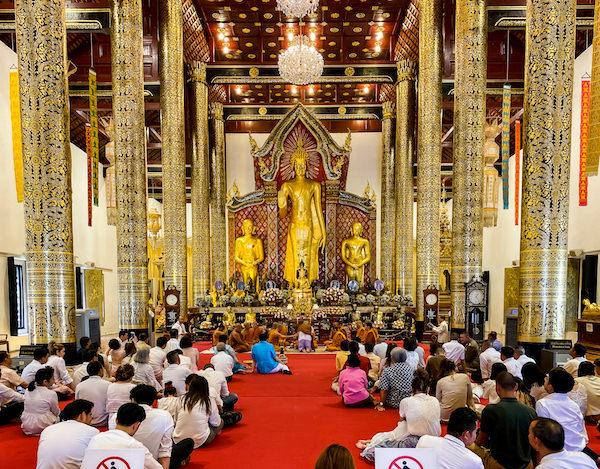 ワット チェディ ルアン(Wat Chedi Luang)本堂内