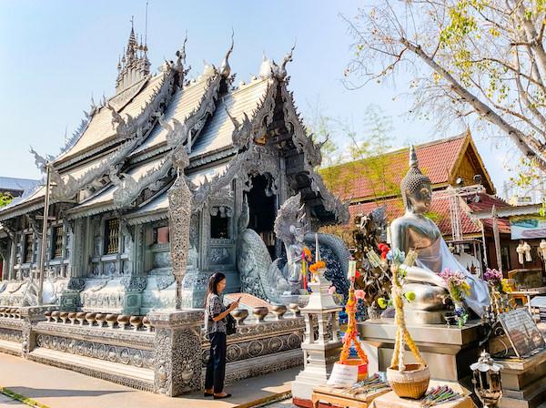 【銀の寺】ワット・シー・スパン(Wat Sri Suphan)の仏堂